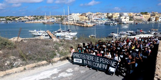 xlampedusa-3ottobre-1600x_center_center.jpg.pagespeed.ic.NAkRIf65SH.jpg