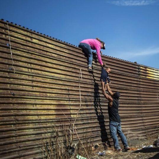 migranti muro